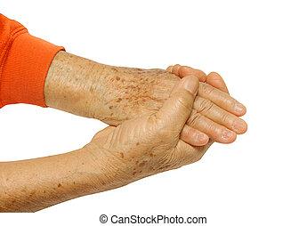 personnes âgées accouplent, tenant mains