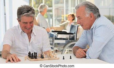 personnes agées, échecs, jouer, hommes