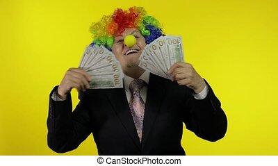 personnes agées, clown, patron, femme affaires, danse, travailleur indépendant, argent, espèces