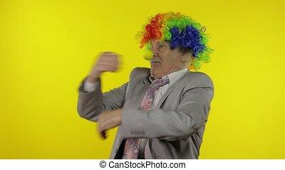 personnes agées, confection, clown, faces, danse, célébrer, entrepreneur, idiot, homme affaires