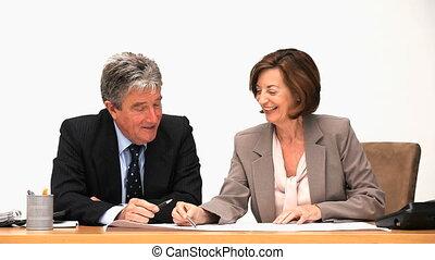 personnes agées, conversation, businessmens