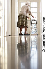 personnes agées, femme aînée, utilisation, cadre promenade