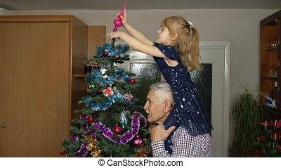 personnes agées, old-fashion, arbre noël, décorer, pin, papy, enfants, girl, maison, artificiel, salle