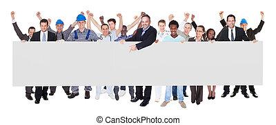 personnes sourire, à, métiers, tenue, vide, panneau affichage