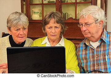 personnes troisième âge, internet