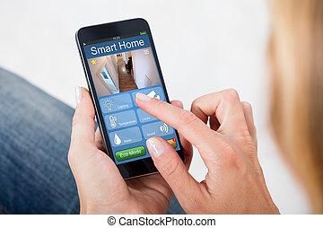 persoon, beweeglijk, systeem, telefoon, vasthouden, huis veiligheid