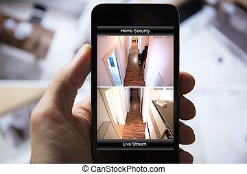 persoon, gebruik, huis veiligheid, systeem, op, mobiele telefoon