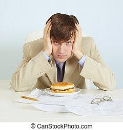 persoon, op, kantoor, op, werkplaats, met, een, hamburger