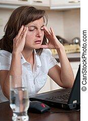 persoon, werken, zakelijk, hoofdpijn