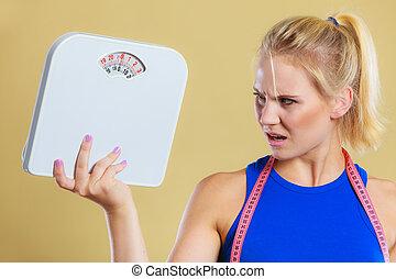 perte, femme, poids, fâché, amaigrissement, temps, échelle