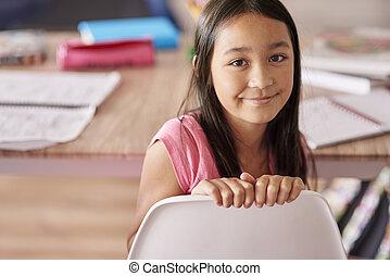 pertenencia étnica asiática, niña, sentado, en, el, silla
