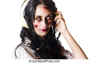 pesado, Llevando, mujer, auriculares,  metal, zombi