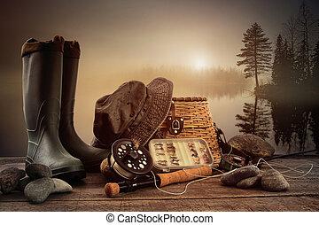 pesca mosca, equipamento, coberta, com, vista, de, um, nebuloso, lago