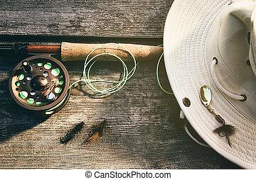 pesca mosca, vara, com, chapéu, ligado, madeira