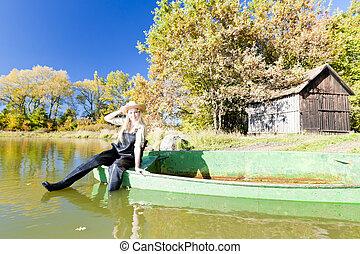 pescador, mulher, bote, sentando