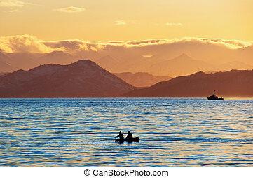 pescadores, pôr do sol, bote