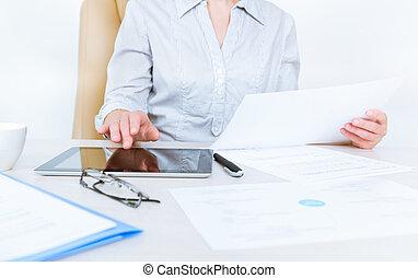 pessoa, documentos, negócio, trabalhando