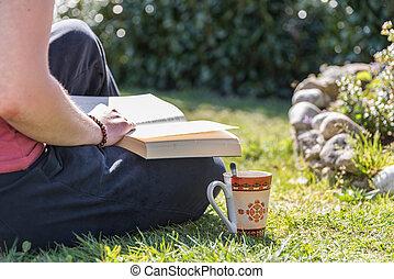 pessoa, lê, livro, jardim