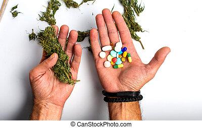 pessoa, médico, marijuana, segurar pílulas