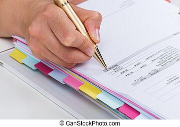 Pessoa, sobre, caneta, Fatura, mãos