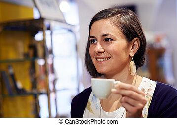 pessoas, barzinhos, com, mulher, bebendo, espresso, café