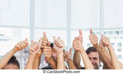 pessoas, cima, recortado, closeup, polegares, gesticule