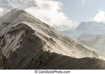 pessoas, hiking, em, himalaya