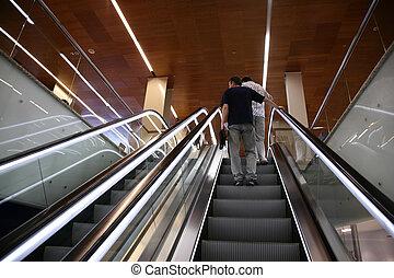 pessoas, ligado, a, escada rolante