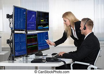pessoas negócio, analisando, dados, exibido, ligado, telas computador