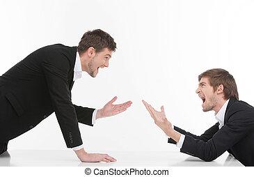 pessoas negócio, confrontation., zangado, homens, isolado, dois, shouting, enquanto, jovem, branca, gesticule
