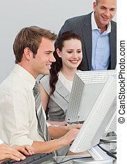 pessoas negócio, e, gerente, trabalhando, em, um, escritório