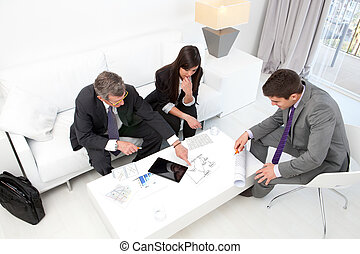 pessoas negócio, em, financeiro, meeting.