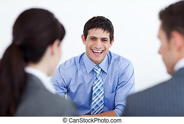 pessoas negócio, entrevista trabalho, sorrindo, discutir