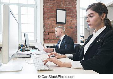 pessoas negócio, trabalhando, com, computadores