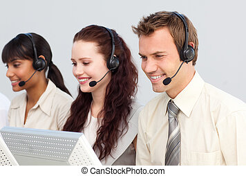 pessoas negócio, trabalhando, em, um, centro chamada