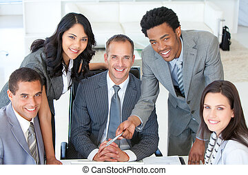 pessoas negócio, trabalhe, em, um, projeto
