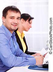 pessoas-negócio-trabalhar-escritório-banco-de-fotos_csp13308425.jpg
