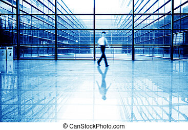 pessoas, silueta, em, corredor, de, edifício escritório