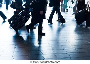 pessoas viajando