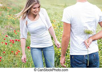petit ami, dissimulation, a, fleur
