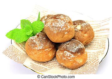petit cream puff - These are small cream puffs.