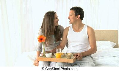 petit déjeuner, couple, agréable, avoir
