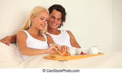 petit déjeuner, couple, leur, apprécier