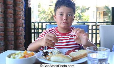 petit déjeuner, enfant, avoir, restaurant