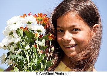 petit enfant, à, fleurs fraîches