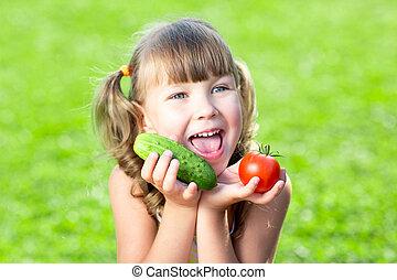 petit enfant, girl, dans, jardin
