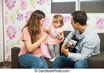 petit enfant, parents, elle, danse