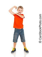 petit garçon, montrer loin, sien, biceps