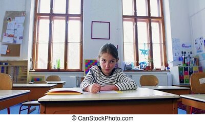 petit, girl, bureau, writing., école