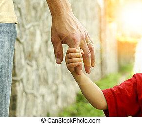 petit, main, enfant, tient, parent